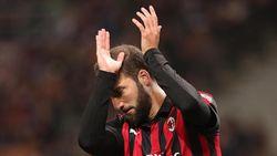 Transfer Belum Pasti, Higuain Ditepikan dari Skuat Milan