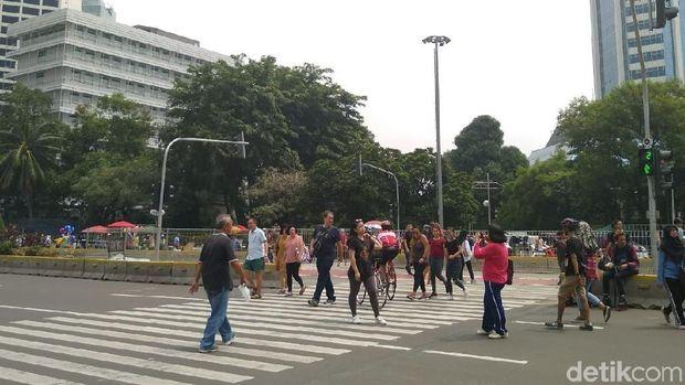 Come Together! Warga Bisa Foto ala The Beatles di Pelican Cross Tosari