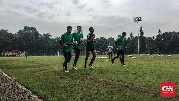Kondisi Lapangan A Senayan yang buruk dikeluhkan pelatih Timnas Indonesia U-22, Indra Sjafri. (