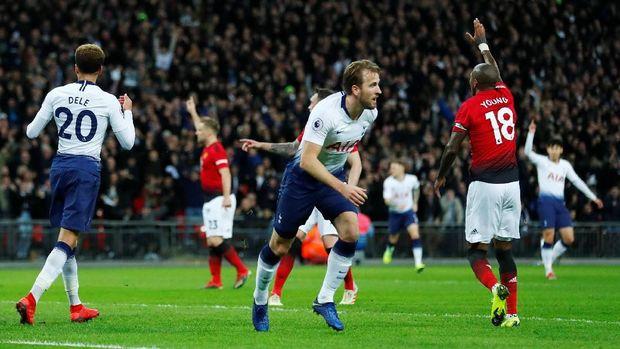 Wasit menganulir gol Harry Kane di babak pertama.