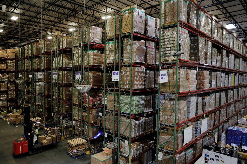 Salah satu gudang raksasa Amazon di Robbinsville, New Jersey, Amerika Serikat. Amazon saat ini adalah perusahaan paling bernilai di dunia, kejar-kejaran dengan Microsoft, Alphabet dan Apple. Foto: Getty Images