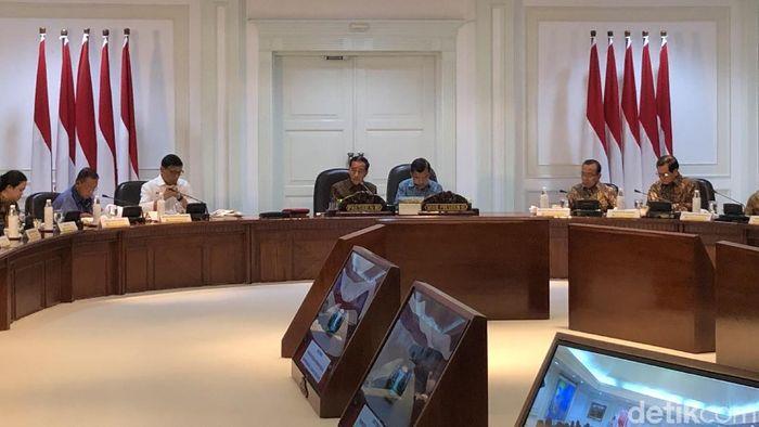 Foto: Presiden Jokowi memimpin rapat terbatas terkait kesiagaan menghadapi bencana. (Jordan-detikcom)