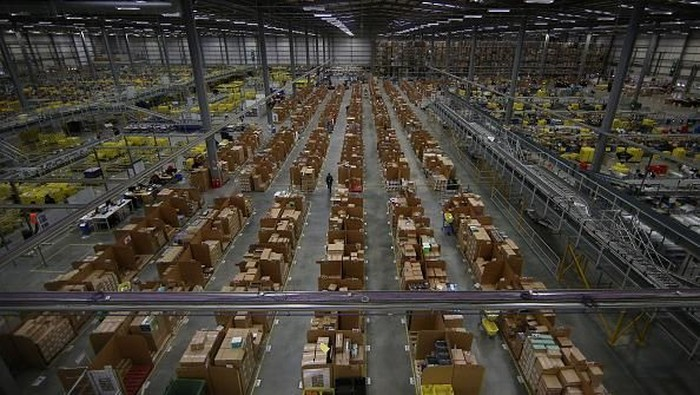 Gudang raksasa Amazon. Foto: Getty Images