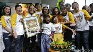 Keceriaan Keluarga Kecil Nirina Zubir