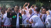 Jokowi Doyan Ngevlog Pakai iPhone