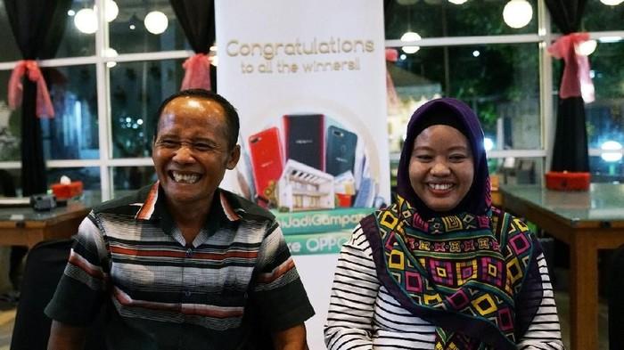 Subiyanto kini dapat tersenyum setelah pernah mengalami cobaan berat ditipu ratusan juta. Foto: Oppo Indonesia