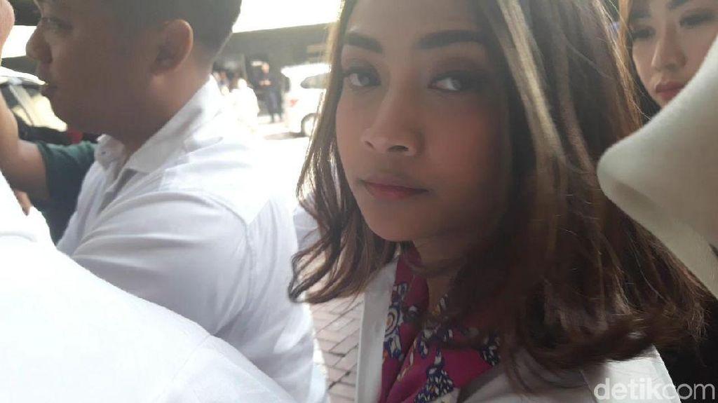 Harusnya Diperiksa sebagai Tersangka, Vanessa Angel Mangkir