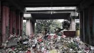 Pemprov DKI Kesulitan Bersihkan Sampah di Kolong Tol Wiyoto-Wiyono
