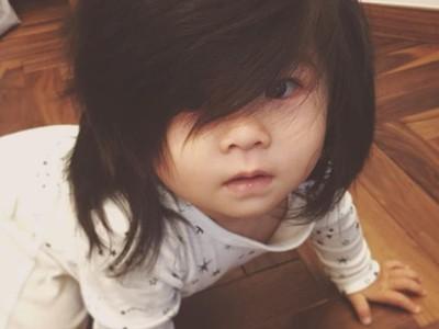 6 Foto Baby Chanco, Si Bayi Berambut Tebal yang Menggemaskan