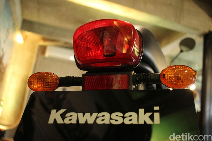 PT Kawasaki Motor Indonesia meluncurkan motor retro W175 versi Cafe. Model ini merupakan varian baru W175 yang masuk pasar Indonesia akhir 2018 silam.