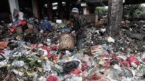 Duh, Jorok! Sampah Menggunung di Kolong Tol Wiyoto-Wiyono