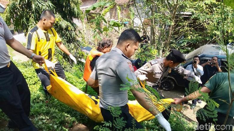 Mayat Perempuan Telanjang Ditemukan Terapung di Sungai Porong