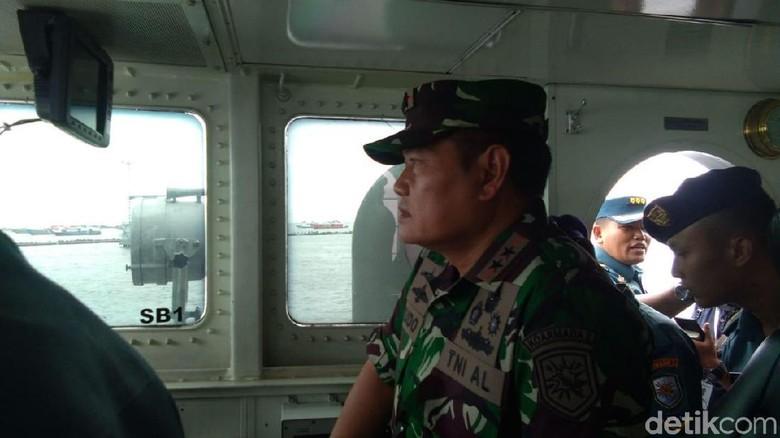 Naik KRI Todak, Pangkoarmada Cek CVR Lion Air di Perairan Karawang