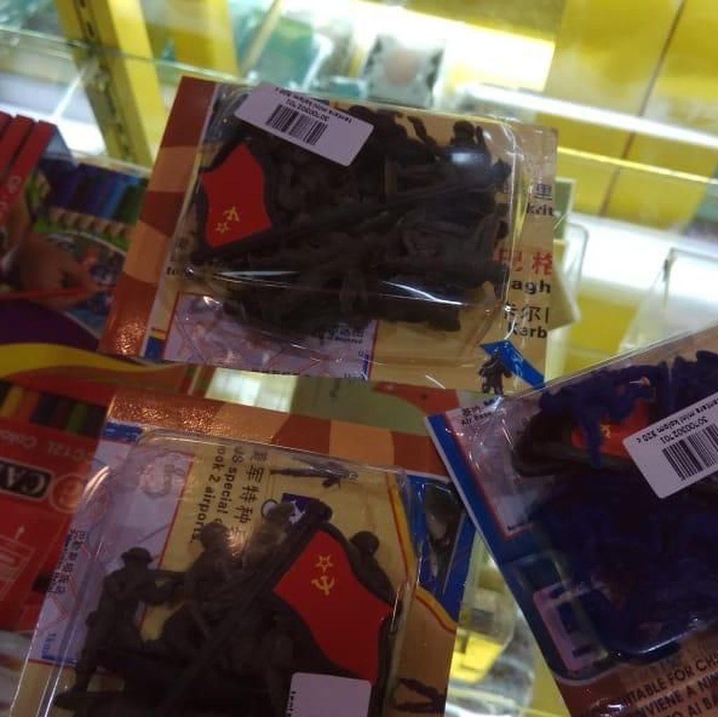 Mainan Tentara Mini Berlogo Palu Arit Diamankan Polisi di Jambi