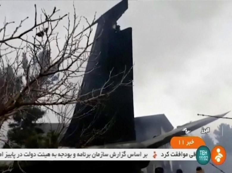 Pesawat Kargo Iran Jatuh, 15 Orang Tewas dan 1 Orang Selamat
