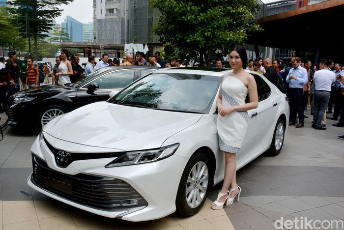 Toyota meluncurkan Toyota Camry