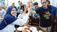Kunjungi Jateng, Sandiaga Jajan di Warung Noroyono dan Soto Gading