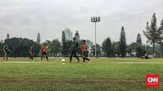 Latihan Timnas Indonesia U-22 di lapangan A Senayan memasuki pekan kedua. (