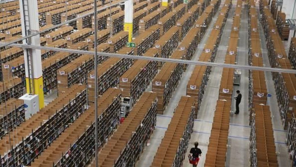 Gudang Raksasa Amazon yang Bikin Jeff Bezos Terkaya di Dunia