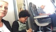 Duh! Tak Dapat Kursi, Satu Keluarga Duduk di Lantai Pesawat