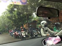 Truk Proyek Bikin Jalanan Kotor.