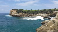Spot Berbeda Menikmati Pantai Klayar Pacitan