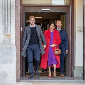 Foto: Mirip Putri Diana, Meghan Markle Memesona dengan Baju Merah-Ungu