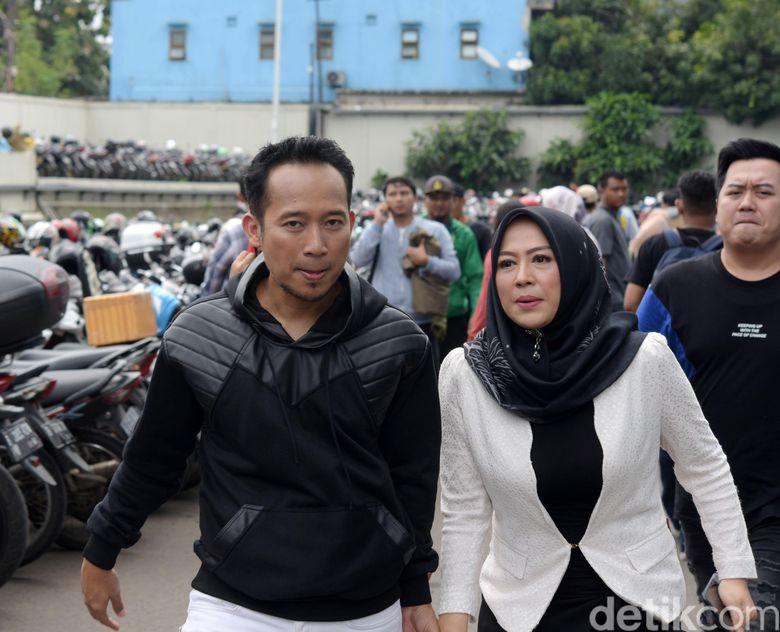 Denny Cagur dan Shanti Widihastuti saat ditemui di studio Trans TV, Kapten Tendean, Jakarta Selatan pada Selasa (15/1).Pool/Noel/detikFoto.