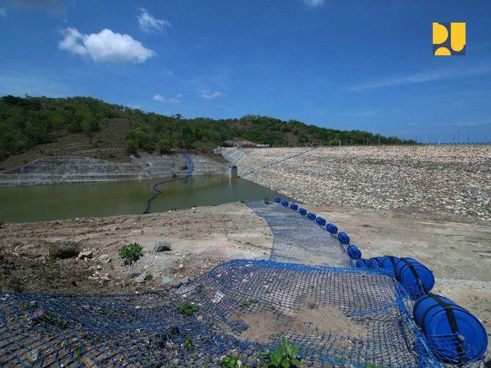 Bendungan Rotiklot merupakan salah satu dari 49 bendungan baru yang akan dibangun tahun 2015-2019. Groundbreaking Bendungan ini dilakukan oleh Presiden Joko Widodo pada 28 Desember 2015. Pool/Kementerian PUPR.