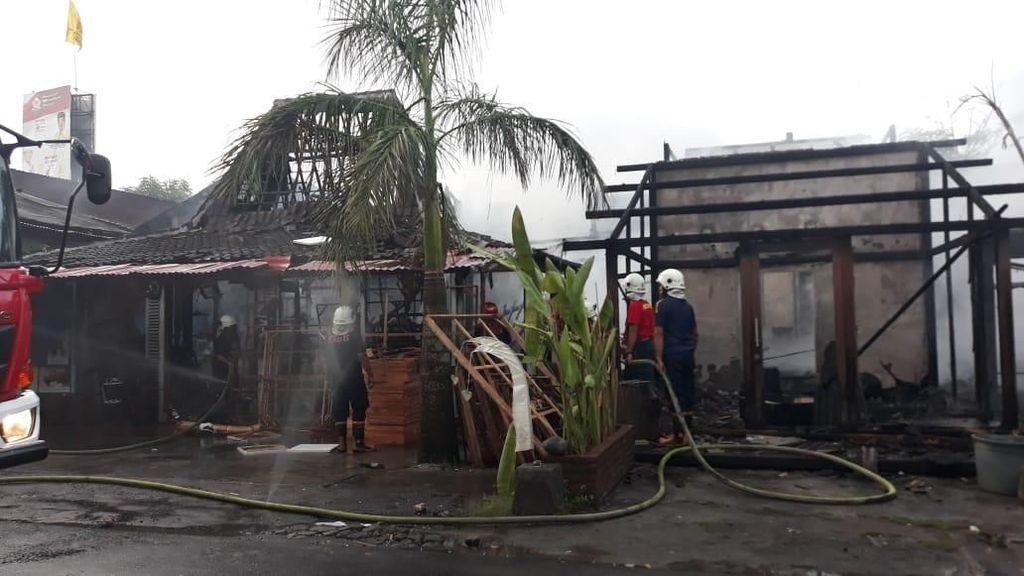 Restoran dan Deretan Toko di Kerobokan Bali Kebakaran