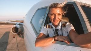 Foto: Pilot Cantik yang Jadi Selebgram karena Penampilan Seksinya
