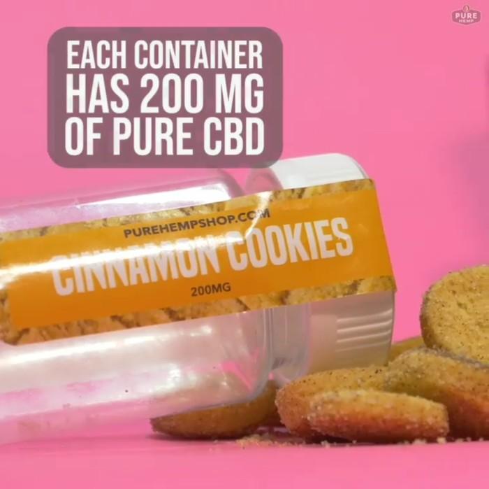 Cinnamon cookies yang dijual di akun instagram purehemshop ini memang tampak biasa saja. Tapi berisi ekstrak daun ganja. Berdasarakan keterangan Foodbeast (14/01), harganya dibanderol sebesar $22 (Rp 310 ribu). Foto: Instagram