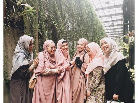 Mengenal French Khimar Hijab Panjang Yang Menyatu Dengan Tunik