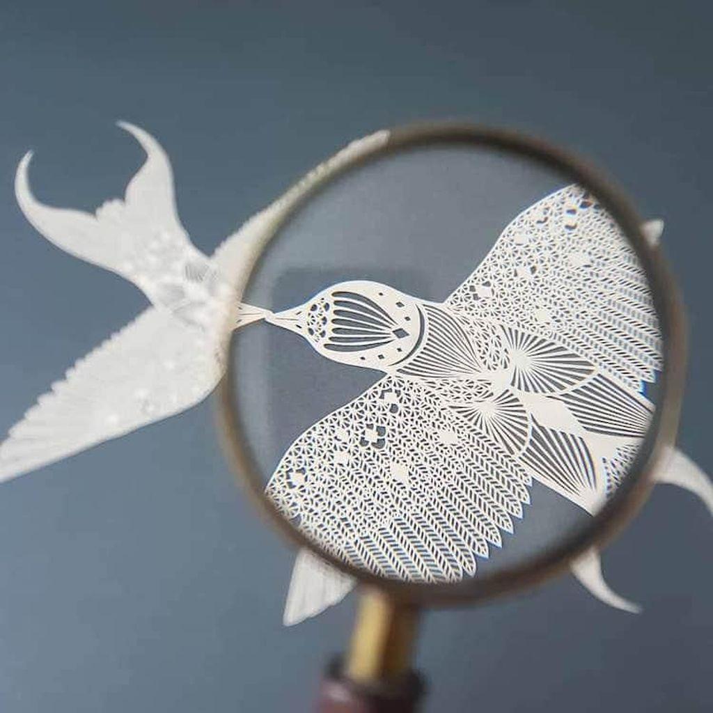 Bagi Pippa Dyrlaga, Memotong Kertas Jadi Karya Seni Adalah Proses Meditasi
