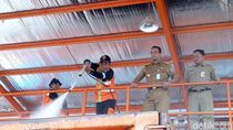 Bareng Pepen, Anies Resmikan Pencucian Truk Milik DKI di Bantargebang