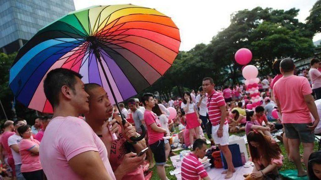 Singapura akan Larang Pasangan LGBTI Adopsi Anak