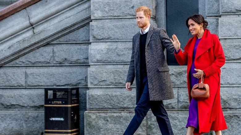 Peluk Hangat Pangeran Harry untuk Gadis Cilik Berambut Merah/ Foto: Getty Images