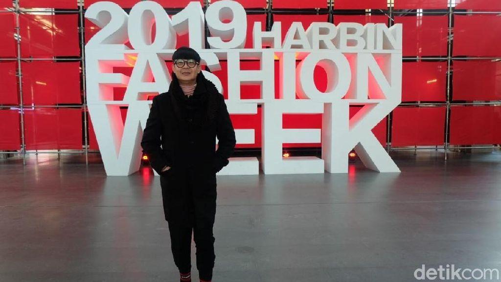 Persiapan Priyo Oktaviano di Harbin Fashion Week, China