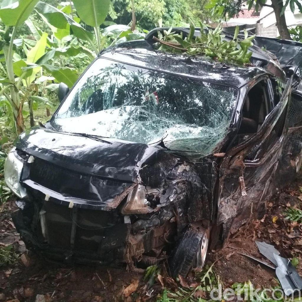 Mobil Pengangkut Uang Rp 700 Juta Kecelakaan di Tulungagung