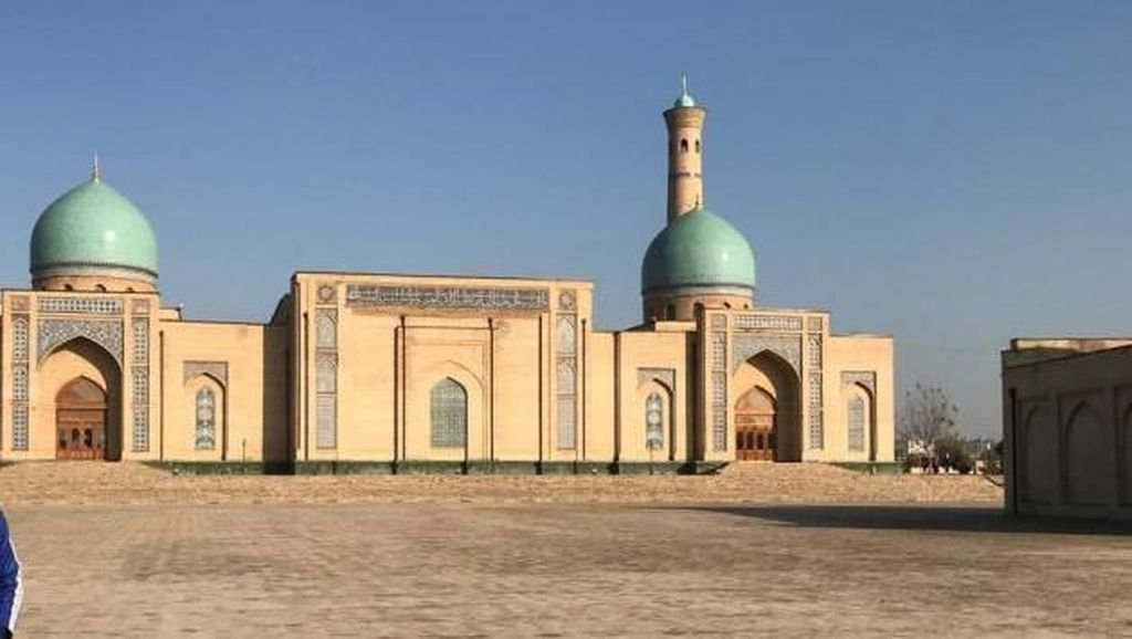 Ada Apa di Uzbekistan?