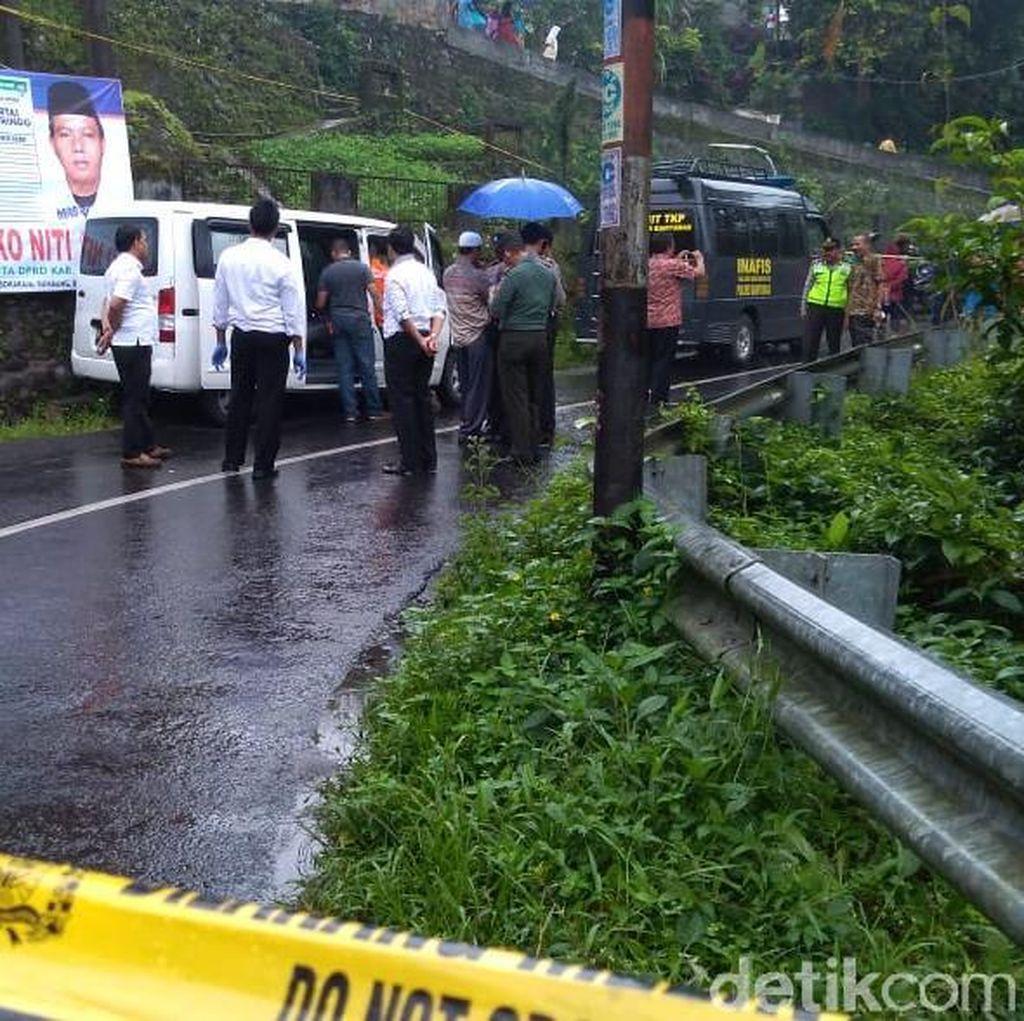 Mayat Pria Ditemukan Tergantung di Dalam Mobil di Banyumas