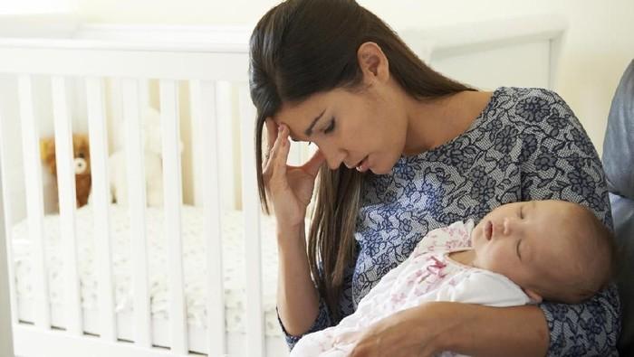 Ibu yang baby blues bisa merasa enggan memperhatikan bayinya. (Foto: iStock)