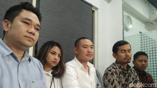 Bercucuran Air Mata, Vanessa Angel Mengaku Tak Didukung Keluarga