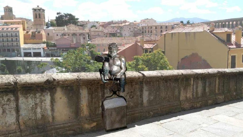 Patung Setan di Spanyol Tuai Kecaman karena Wajahnya Terlalu Ramah