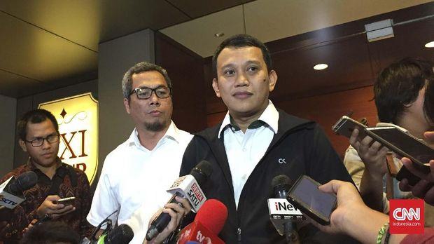 Wakil Ketua Tim Kampanye Nasional (TKN) Jokowi-Ma'ruf, Abdul Kadir Karding (kanan).