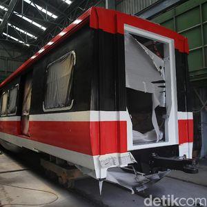 Kereta LRT Jabodebek Penuhi Pabrik, INKA Minta Diangkut ke Jakarta