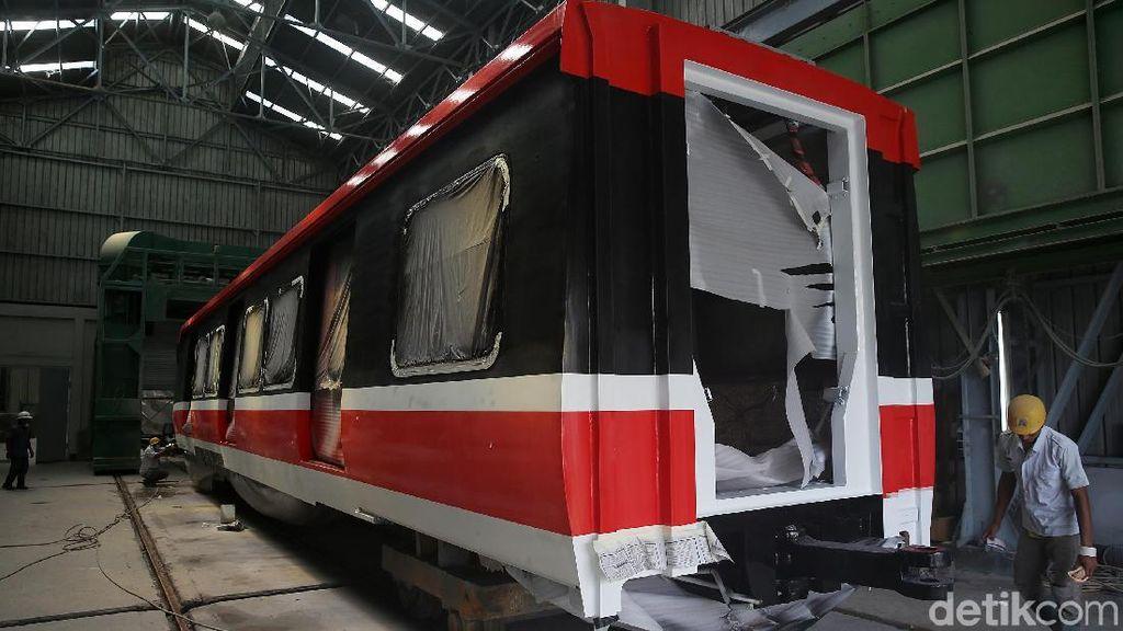 Kereta LRT Jabodebek Numpuk, INKA Minta Diangkut ke Jakarta