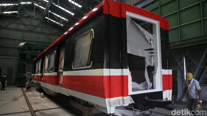 Pembuatan LRT Jabodebek di Markas INKAFoto: Muhammad Ridho
