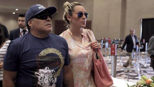 Diego Maradona dan Rocio Oliva putus hubungan sejak Desember 2018.