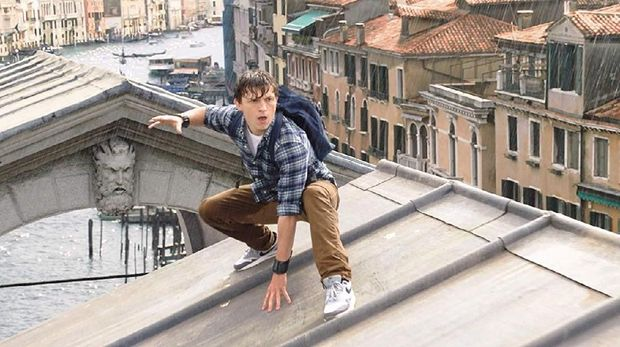 Tom Holland daat memerankan tokoh Spider-Man